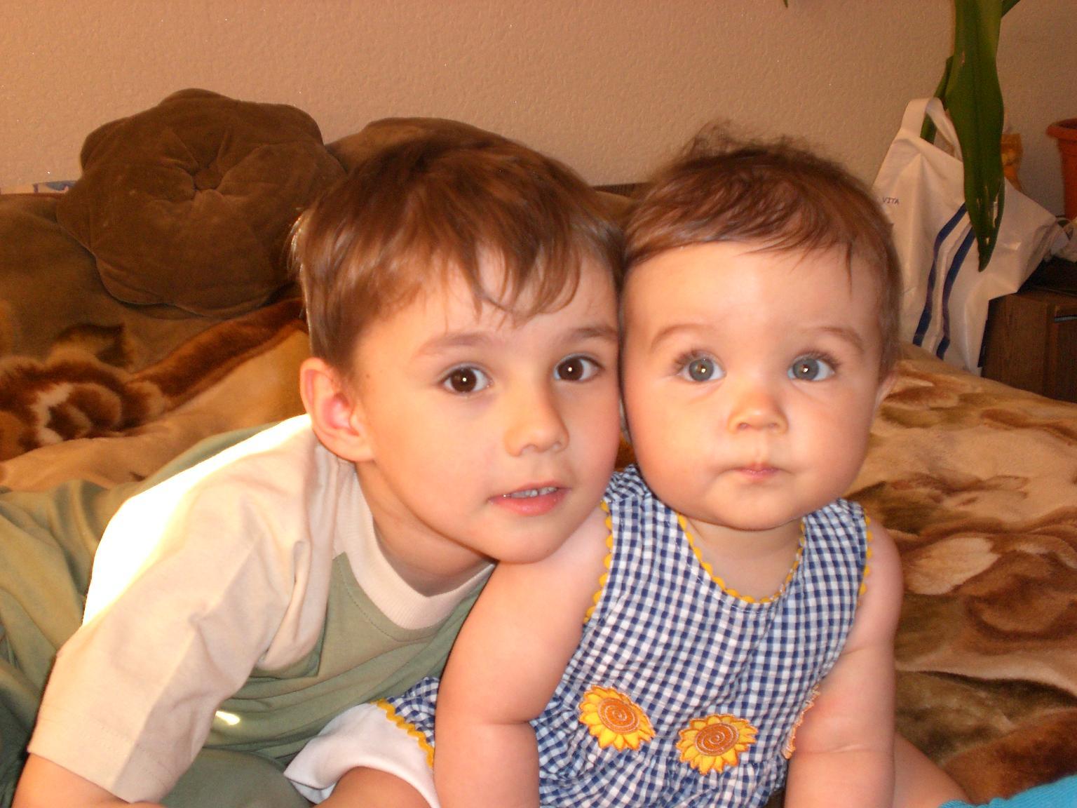 Сестрою фото з брат