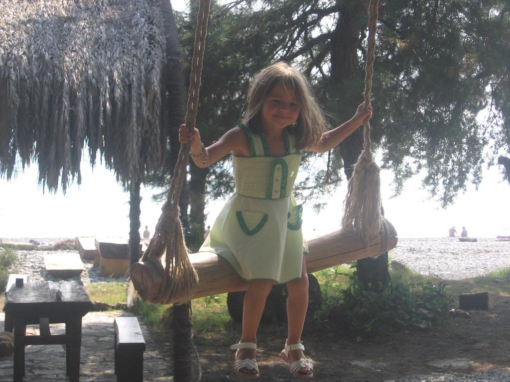 Лето, море, сосны, пальмы и качели.... Крылатые качели