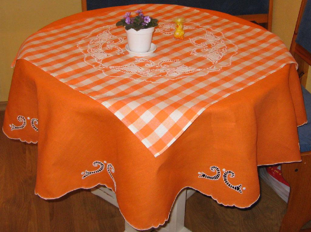 Оранжевая скатерть. Игольницы, брелки, подстаканники, закладки и др. сувениры