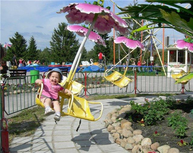 Как весело кататься, смеяться, улыбаться))). Крылатые качели