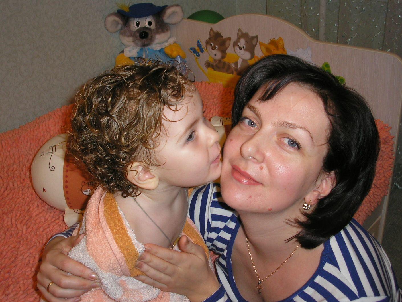 Поцелуй не для прессы.. Вместе с мамой