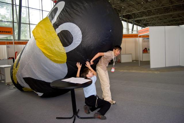 HTTM 2008 Установка Линукса в выставочных условиях. Дирижабль