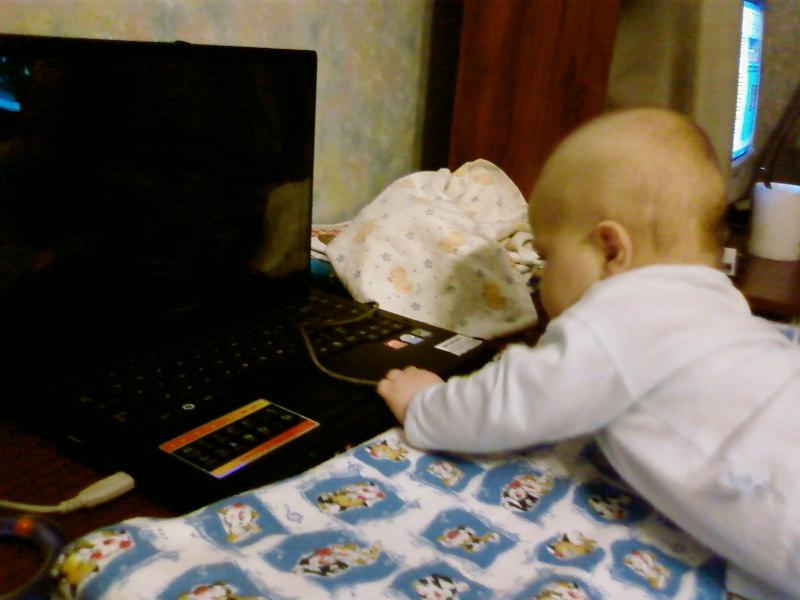 Маленький хакер. Дети за компьютером