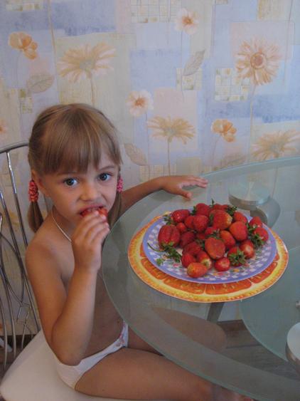 Бабушкин урожай. Дети за едой