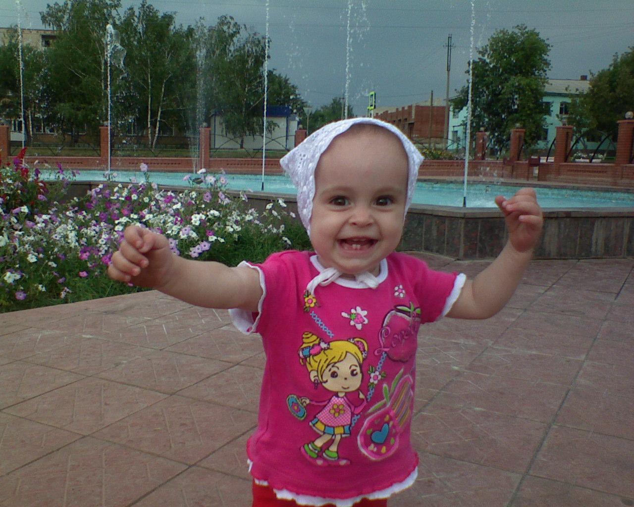 Любимое место для прогулки - фонтан!. Дети: художественное фото