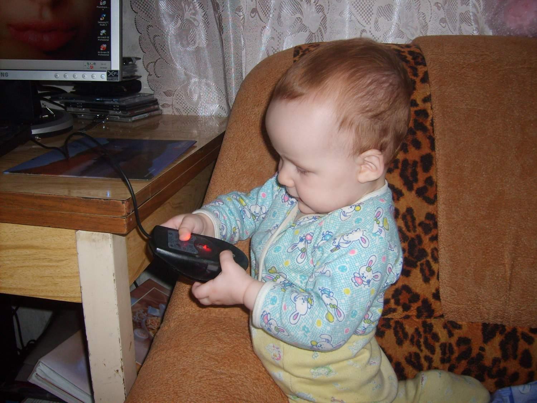 познаю компьютерную мышь!. Дети за компьютером
