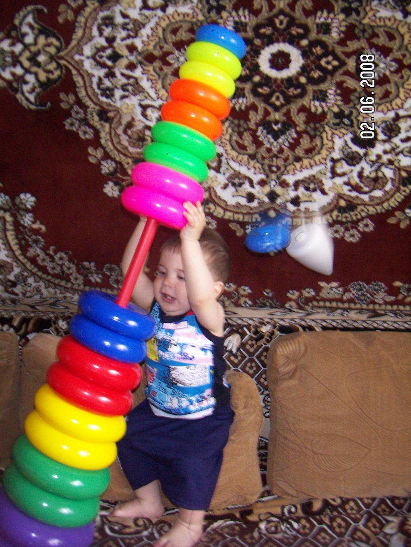 Во как!!!. Дети с игрушками