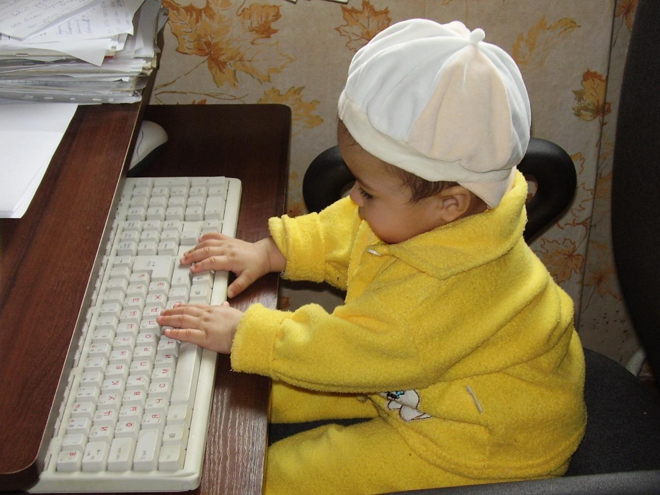 Самый юный хакер. Дети за компьютером