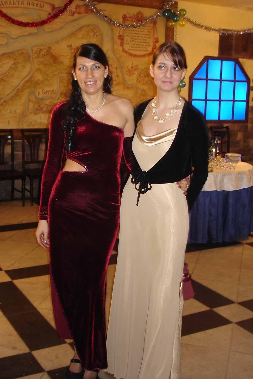 Две дамы в вечерних платьях.. Женские образы