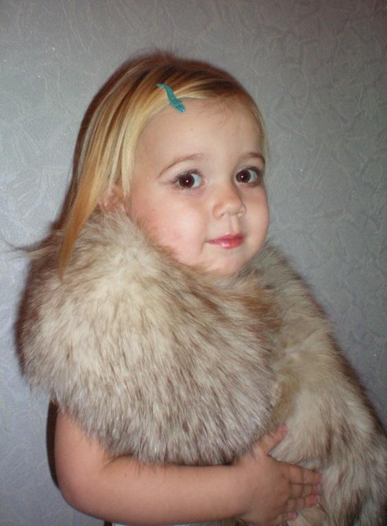 Маленькая модница в мехах.