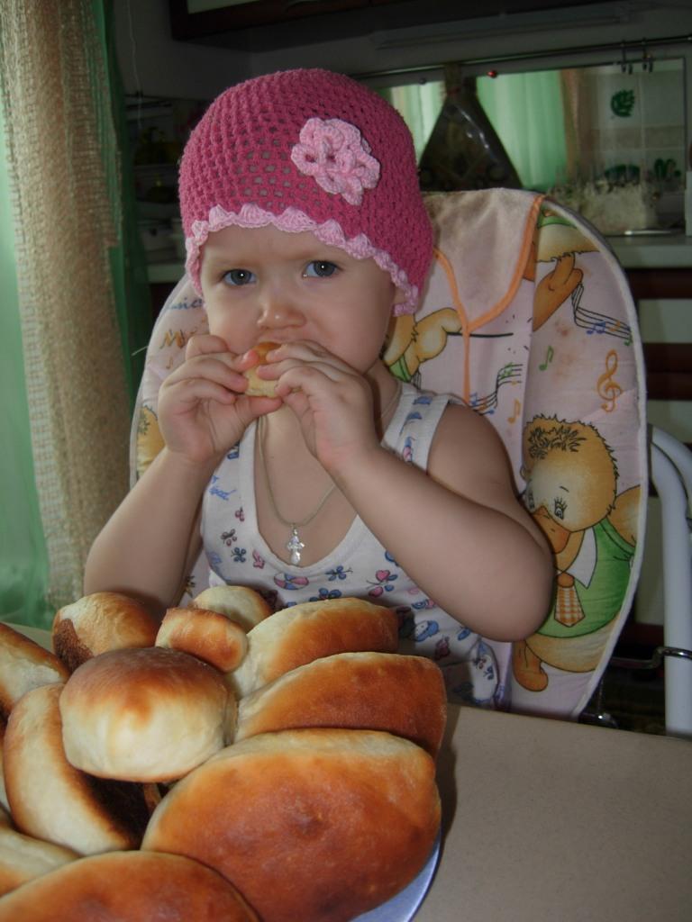Лиза шла, шла, шла, пирожок испекла.... Дети за едой