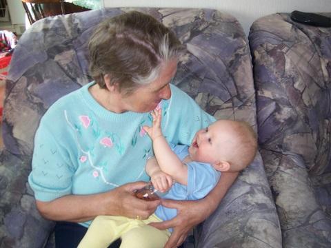 С бабушкой.... Внучата
