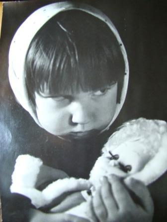 Кукла заболела. Дети с игрушками