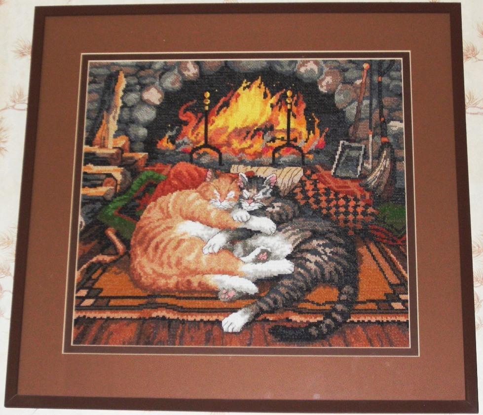 Коты у камина. Животные
