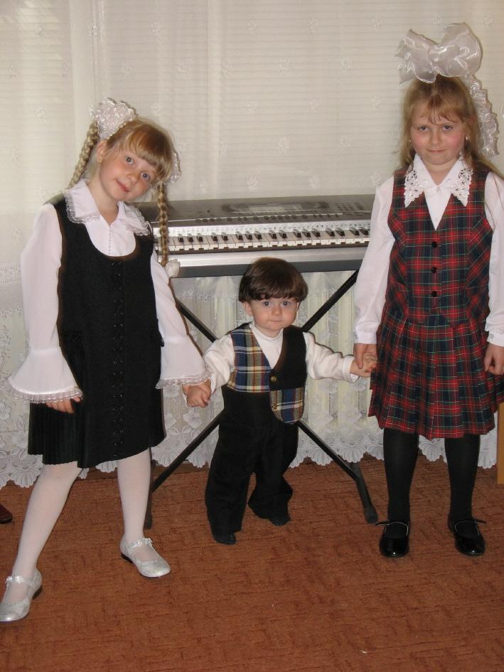 Веду сестричек в первый класс!. Моя школа