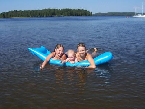 Вместе плавать веселее!))). Братишки и сестренки