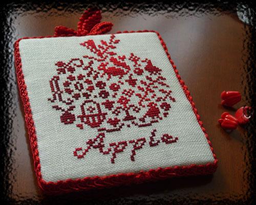 Пинкипчик яблочко. Вышивка: алфавит, календари, метрики