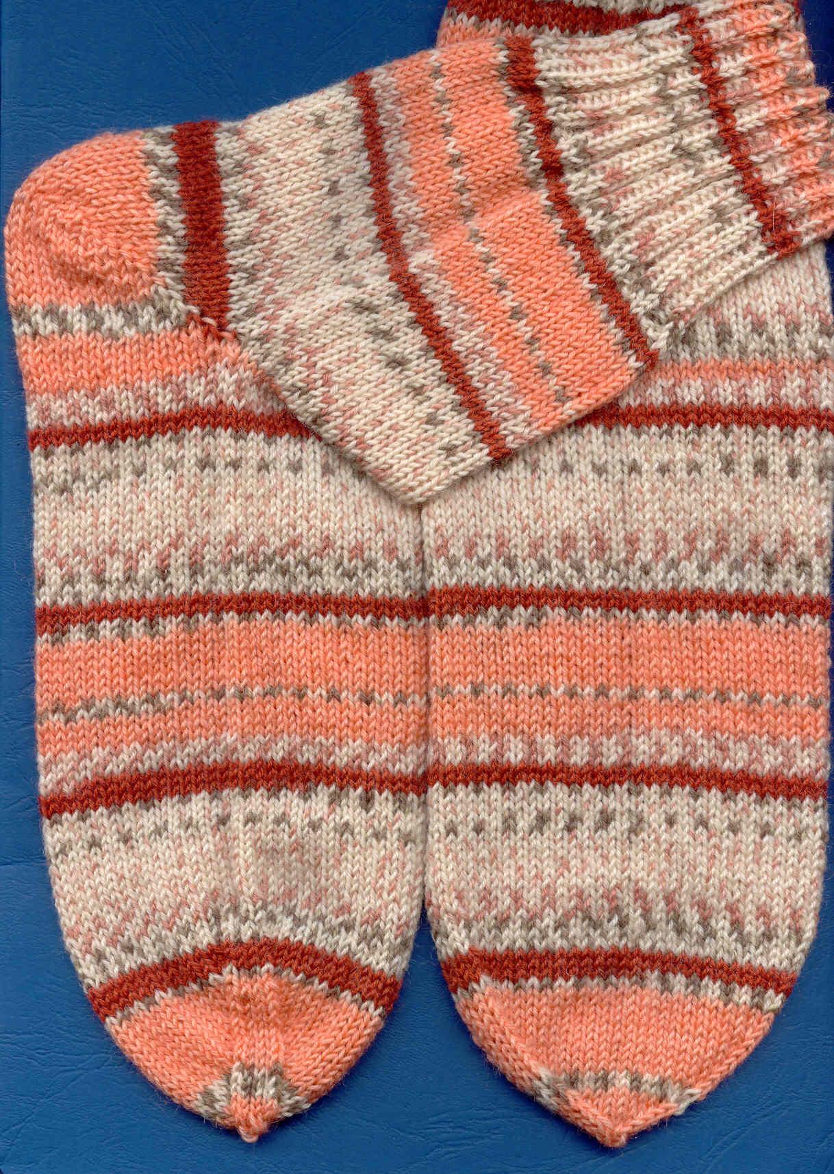 Сезон вязания носков открыт.. Перчатки, варежки, носки, пинетки, обувь