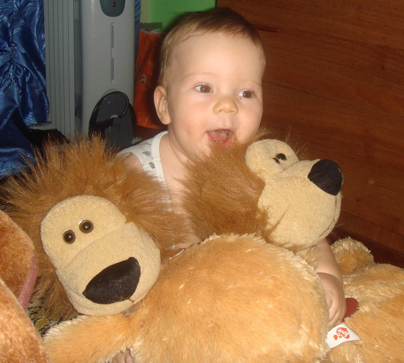 Я с моими любимыми игрушками. Дети с игрушками