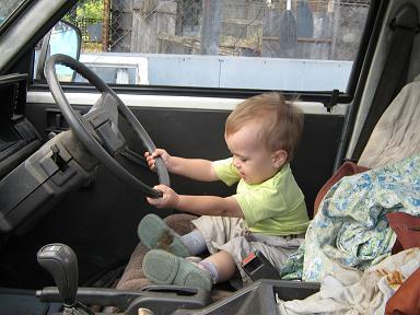 Великоват, конечно, руль у грузовика.. Ура, поехали!