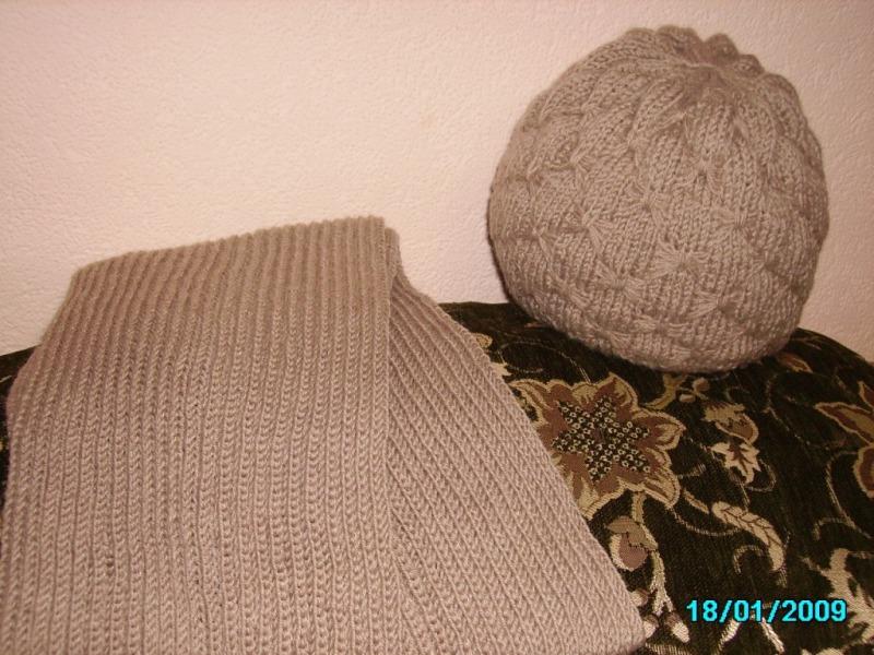Комплект: шапка с шарфом. Шапки, шляпки, панамки и др.  вязаные головные уборы