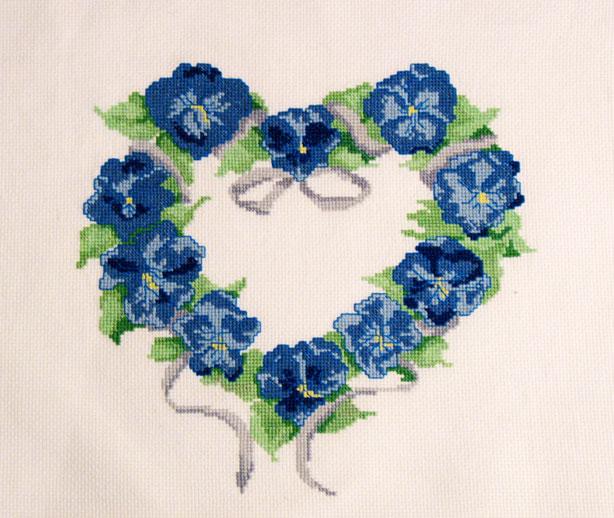 056_ сердечко из синих цветов. Растения (в основном цветы)