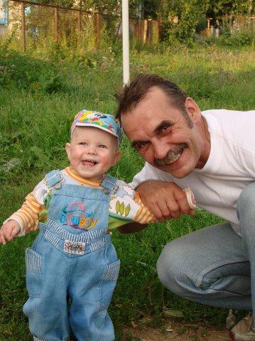 Никитка и дедуля. Белая панама