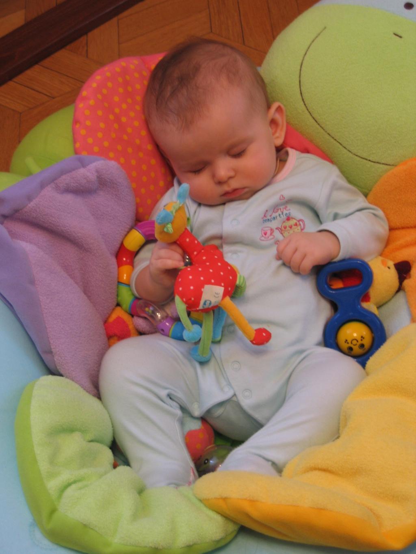 Устал человек. Спят усталые игрушки