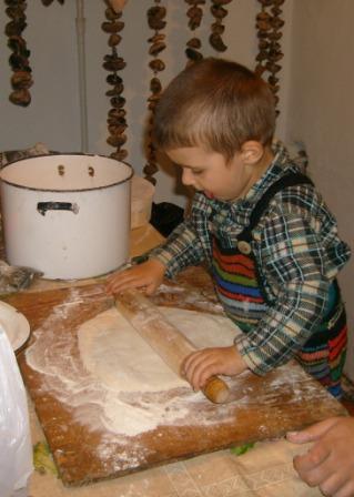 Так пирогов хочется, а маме все некогда.... Готовим вместе с мамой