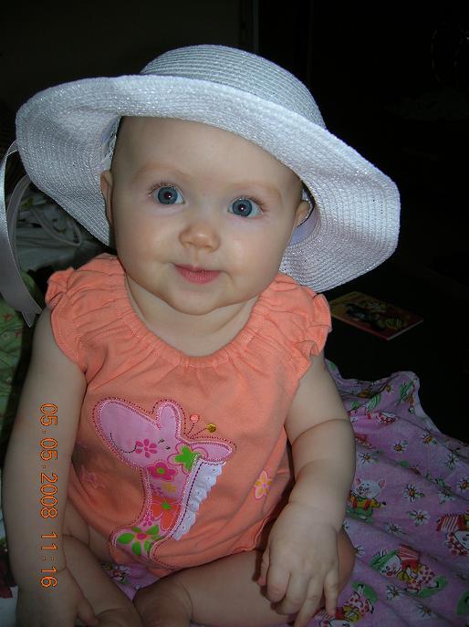 Мы впервые примерили шляпу...И ТАК ЗАСМУЩАЛИСЬ)))). Белая панама