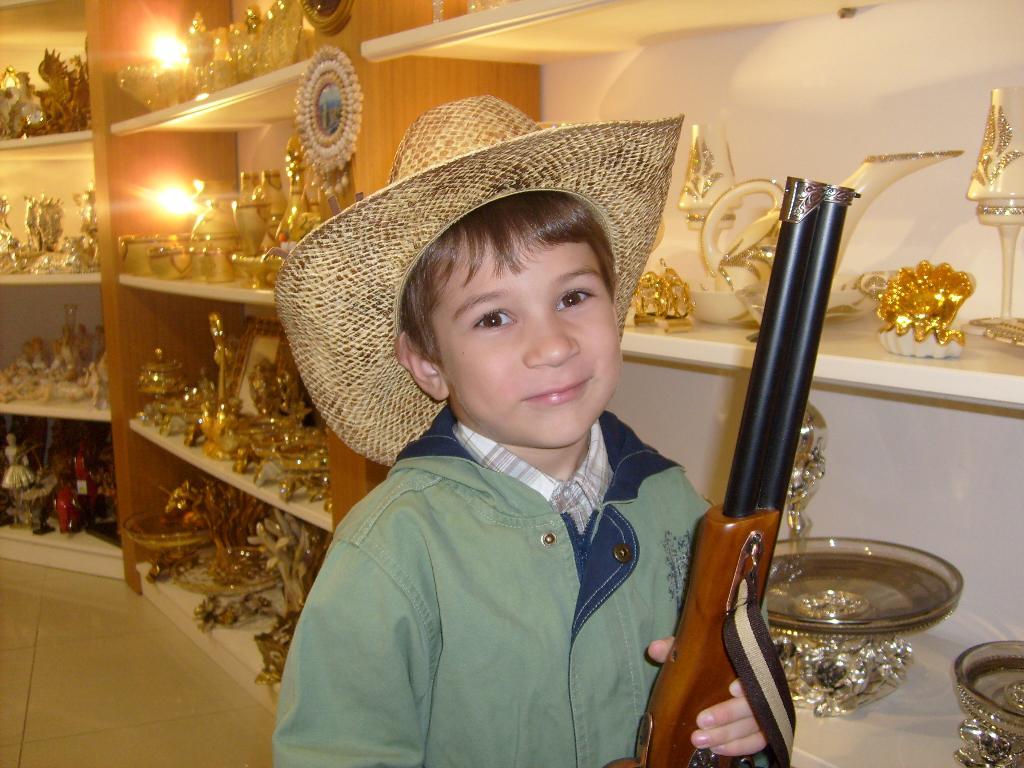 А у меня не только шляпа, но и ружьё имеется!. Белая панама