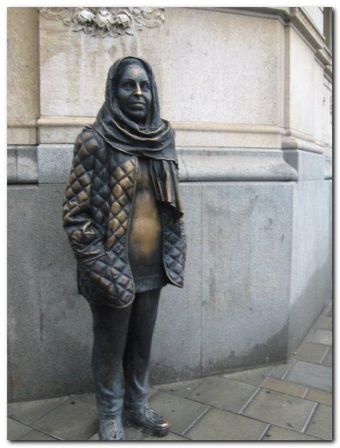 Стокгольм.Памятник заядлой театралке. Городские пейзажи