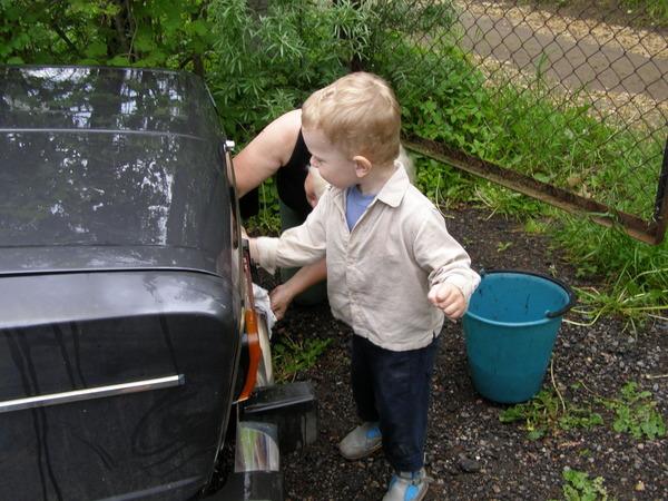 Будь чистенькой, езди быстренько!. Закрытое голосование фотоконкурса 'Маленькие помощники'