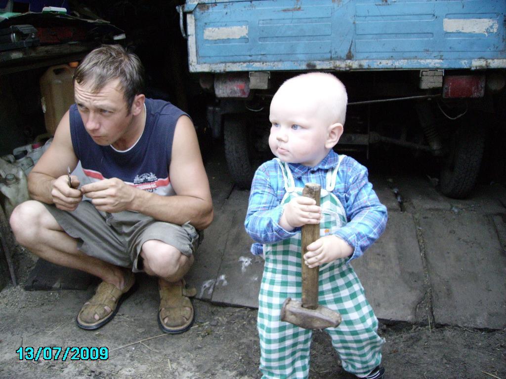 НИКИТА ПАПЕ ПОМОГАЛ-МОЛОТКОМ СТУЧАЛ-СТУЧАЛ.... Субботник
