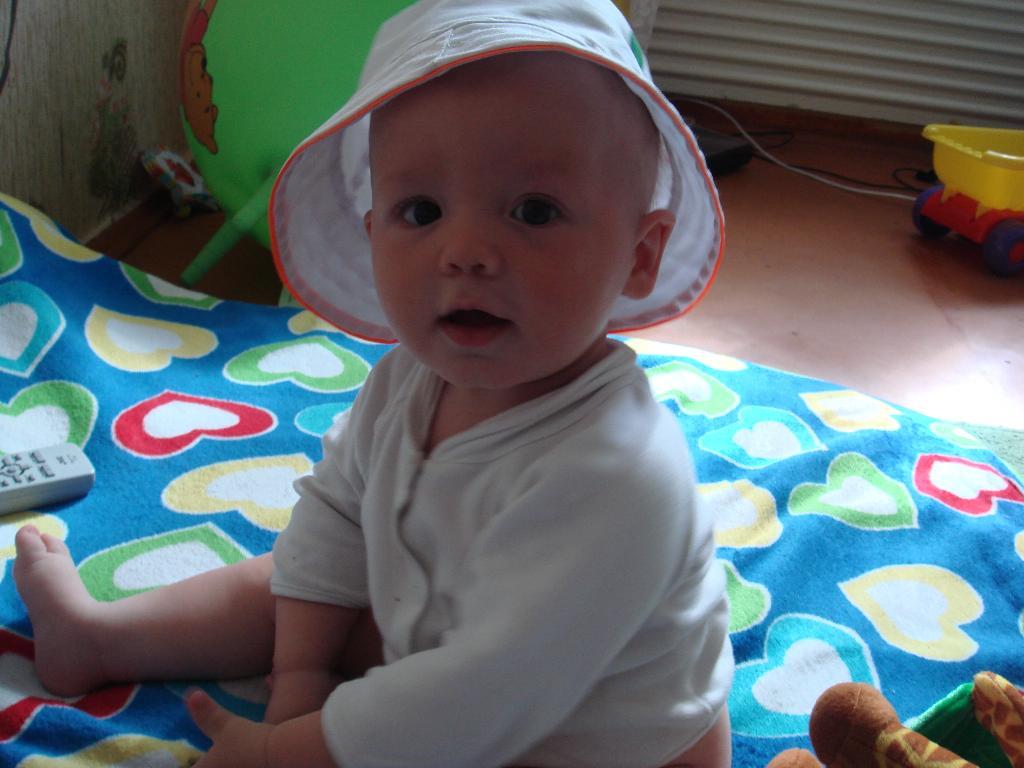 тимур и его шляпа. Белая панама