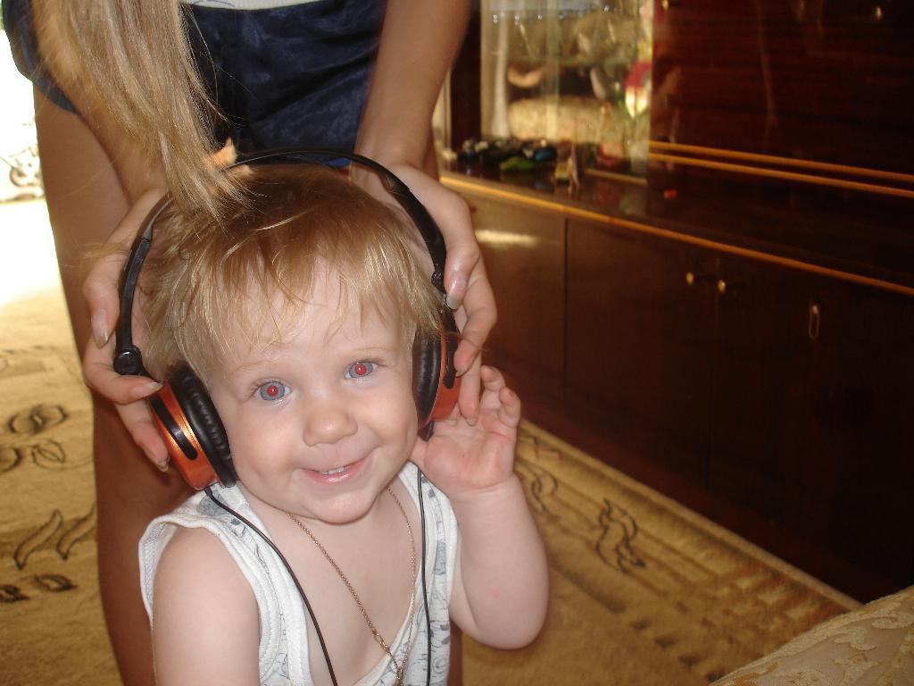 I love listening to musik . Время улыбаться