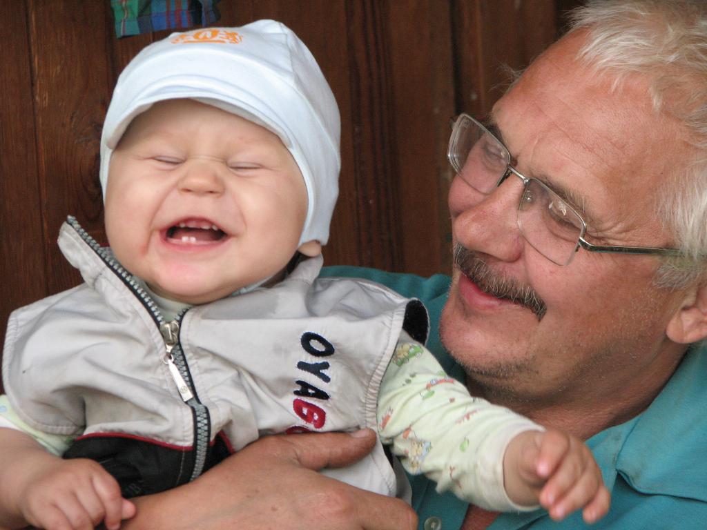 мой сын с дедой. Время улыбаться
