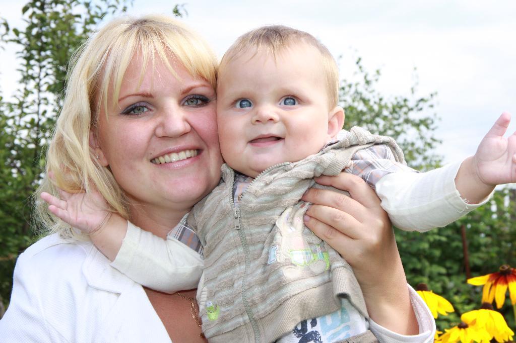 Солнечный мой зайчик Яромир  с мамочкой:-). Время улыбаться