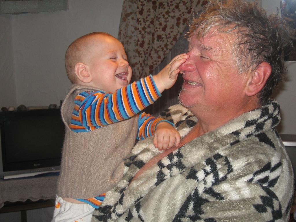 Смешной нос у деда!. Время улыбаться