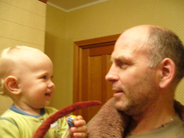 Дедушка с внуком.. Стар и мал