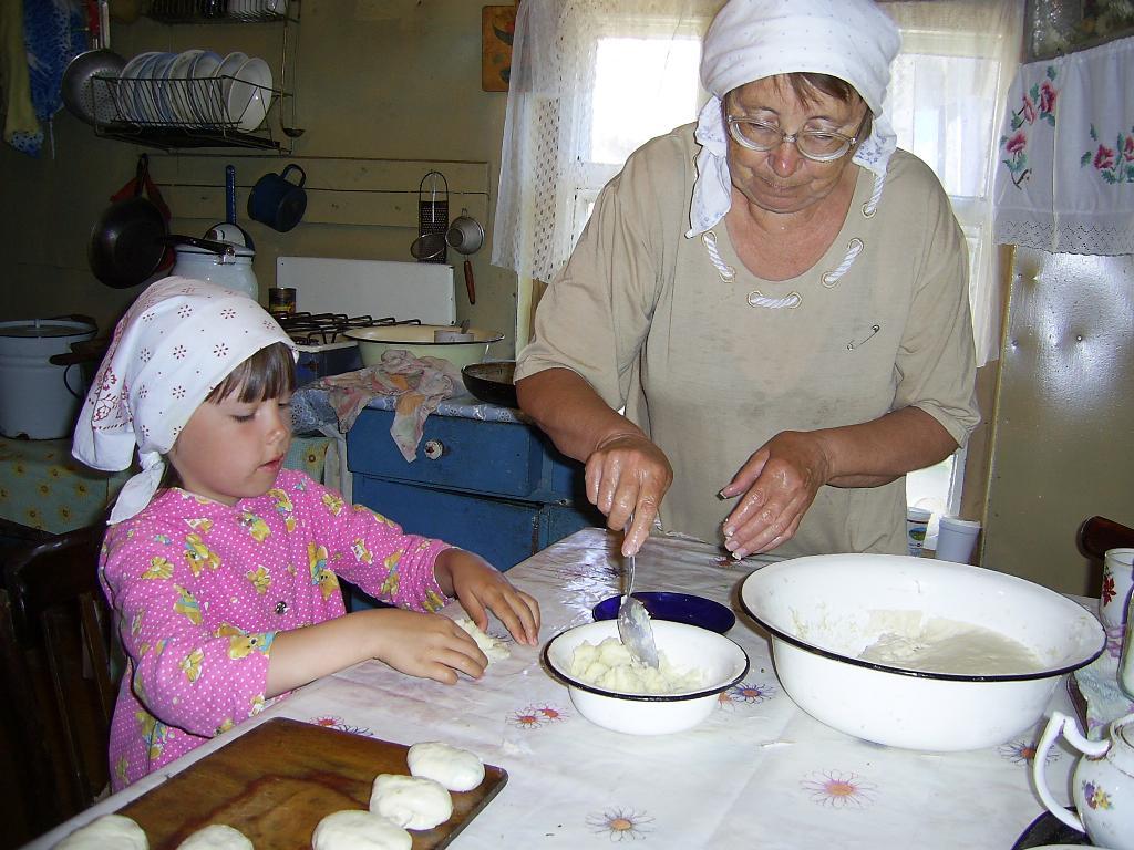 Баба тесто замесила, из пшеничной из муки. Субботник