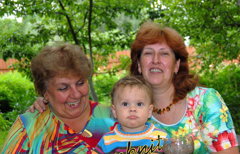 Бабушки рядышком.. Стар и мал