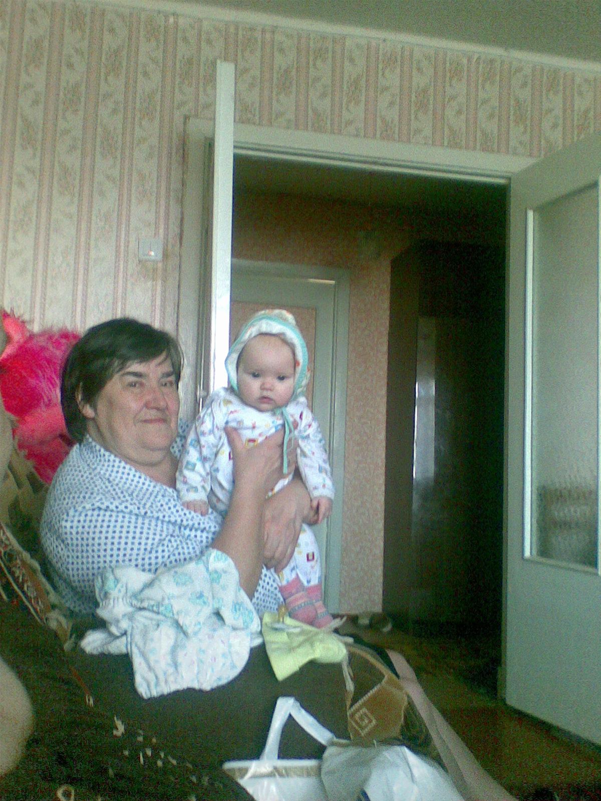 сонечка и бабушка. Стар и мал