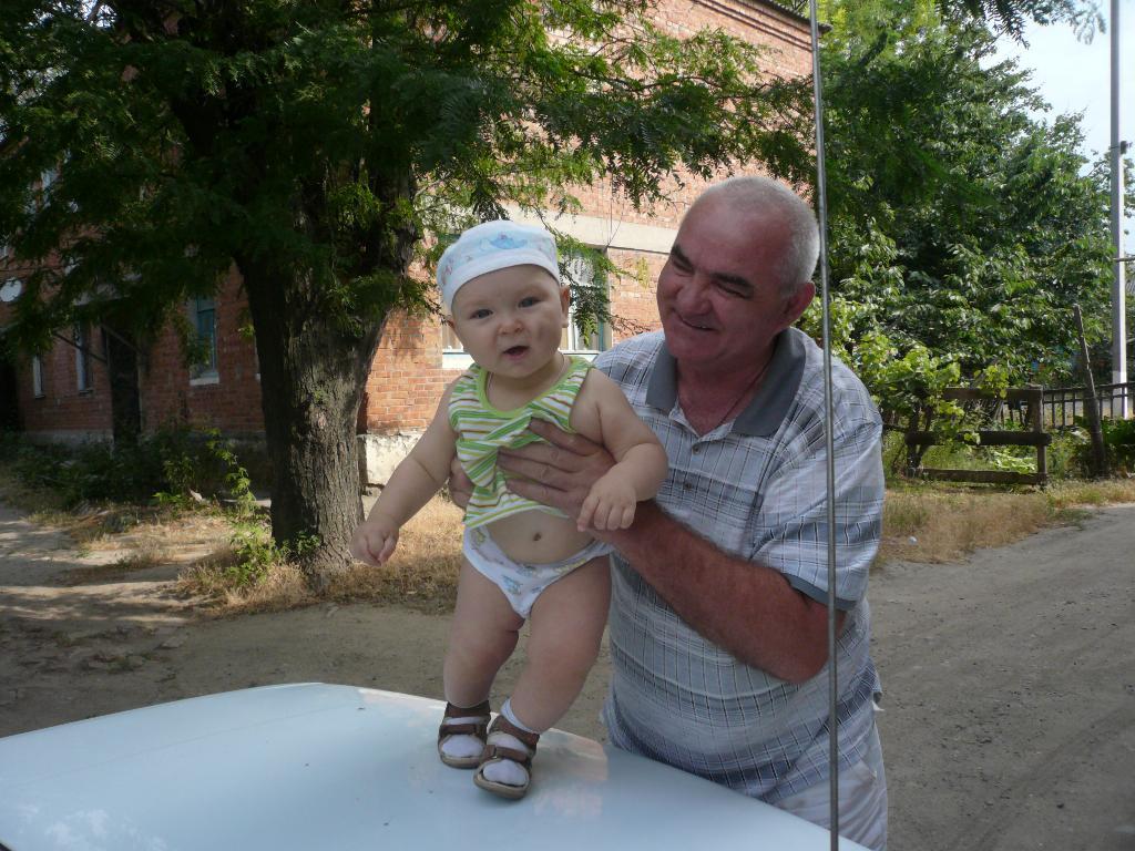 Дедушка Николай с любимым внуком Николаем :-). Стар и мал