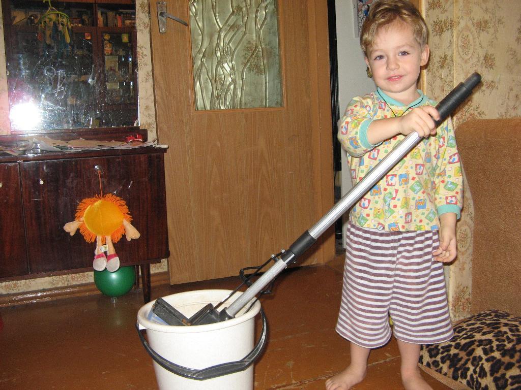 моё любимое занятие уборка шваброй. Субботник