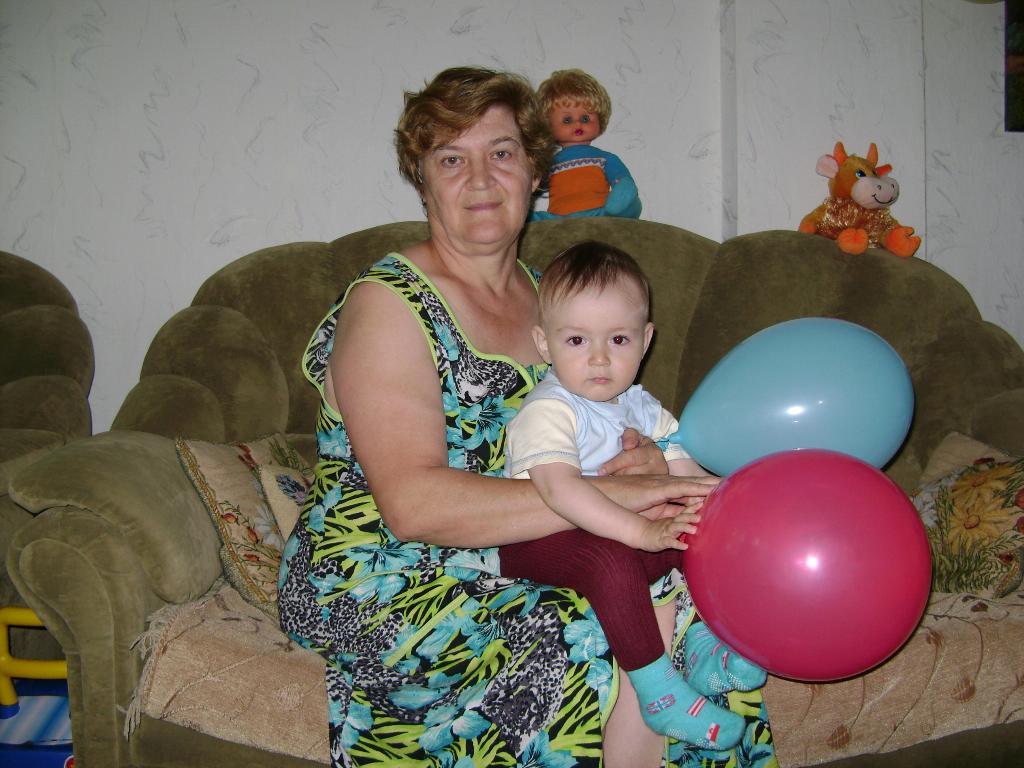 Бабушка и я - лучшие друзья!. Стар и мал