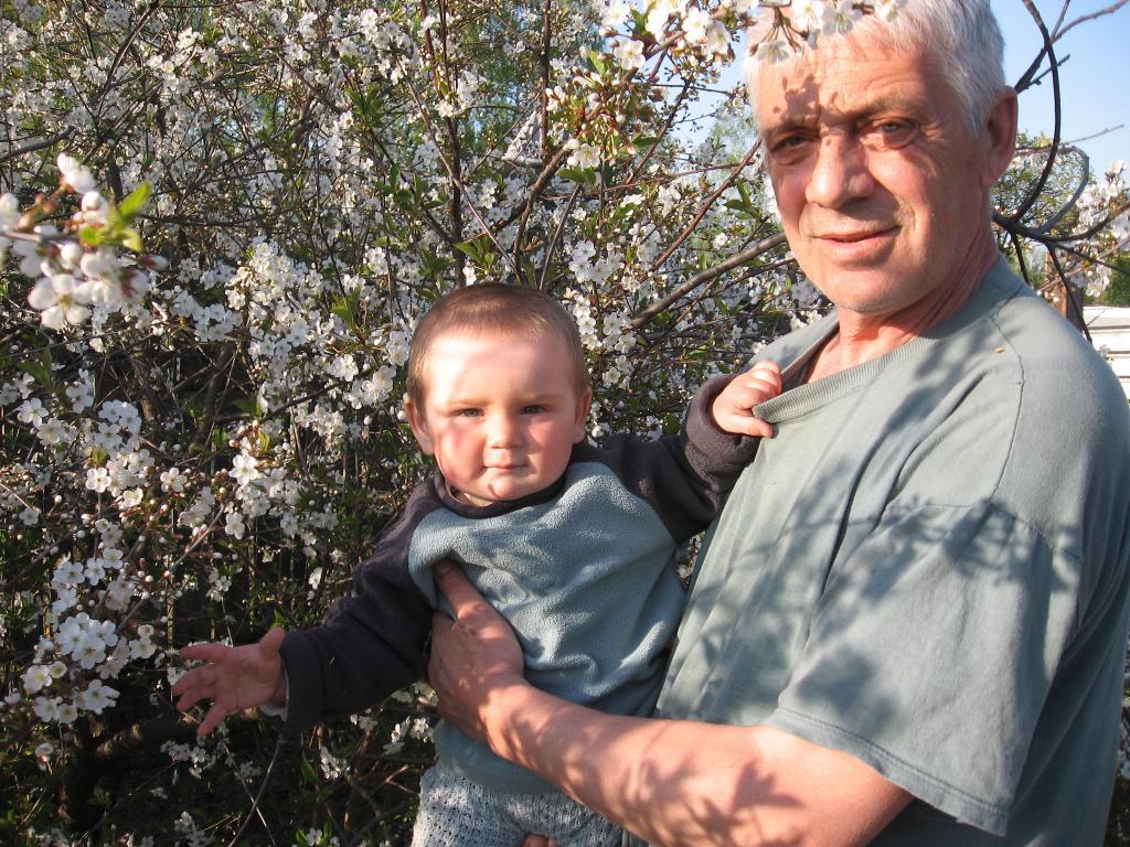 У деда в деревне!. Стар и мал