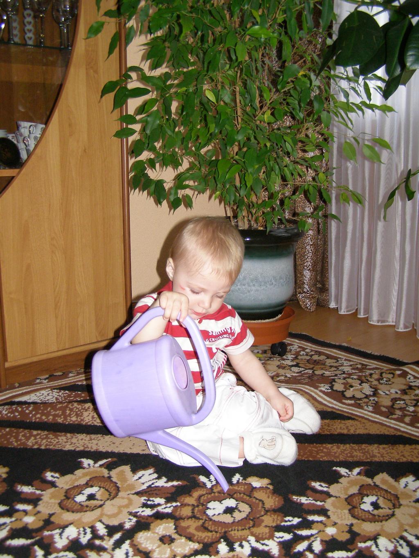 Мама, а на ковре то забыла цветы полить!. Субботник
