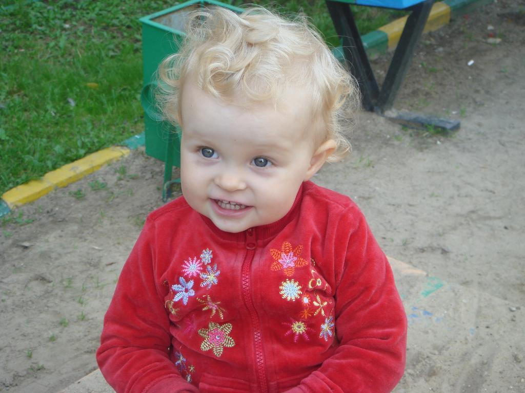 Кудрявая девчушечка Аринушка. Маленькая модель