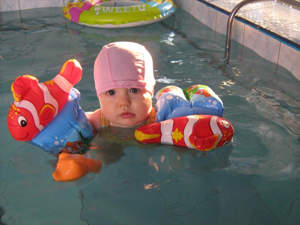 В бассейне плаваю с рождения!!!. На зарядку!